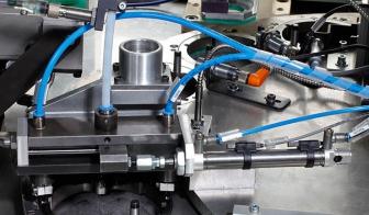 Bolzenschussgerät der Zylindermontagestation