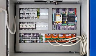 Elektrischer Schaltschrank der Gusslecktestmaschine